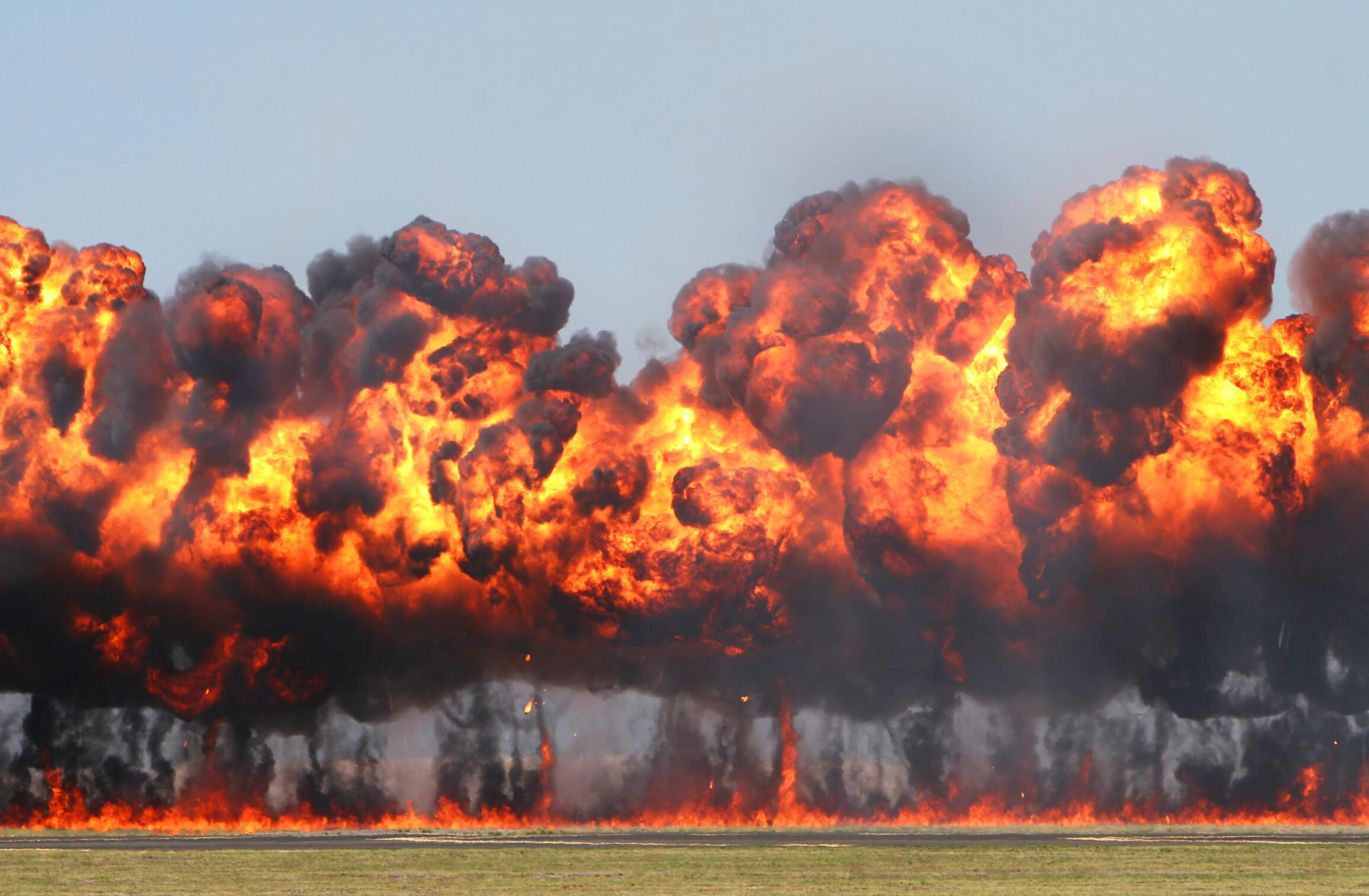 アメリカが中国軍5万人を爆弾で攻撃へ!中国スパイリストが大量流出する!?