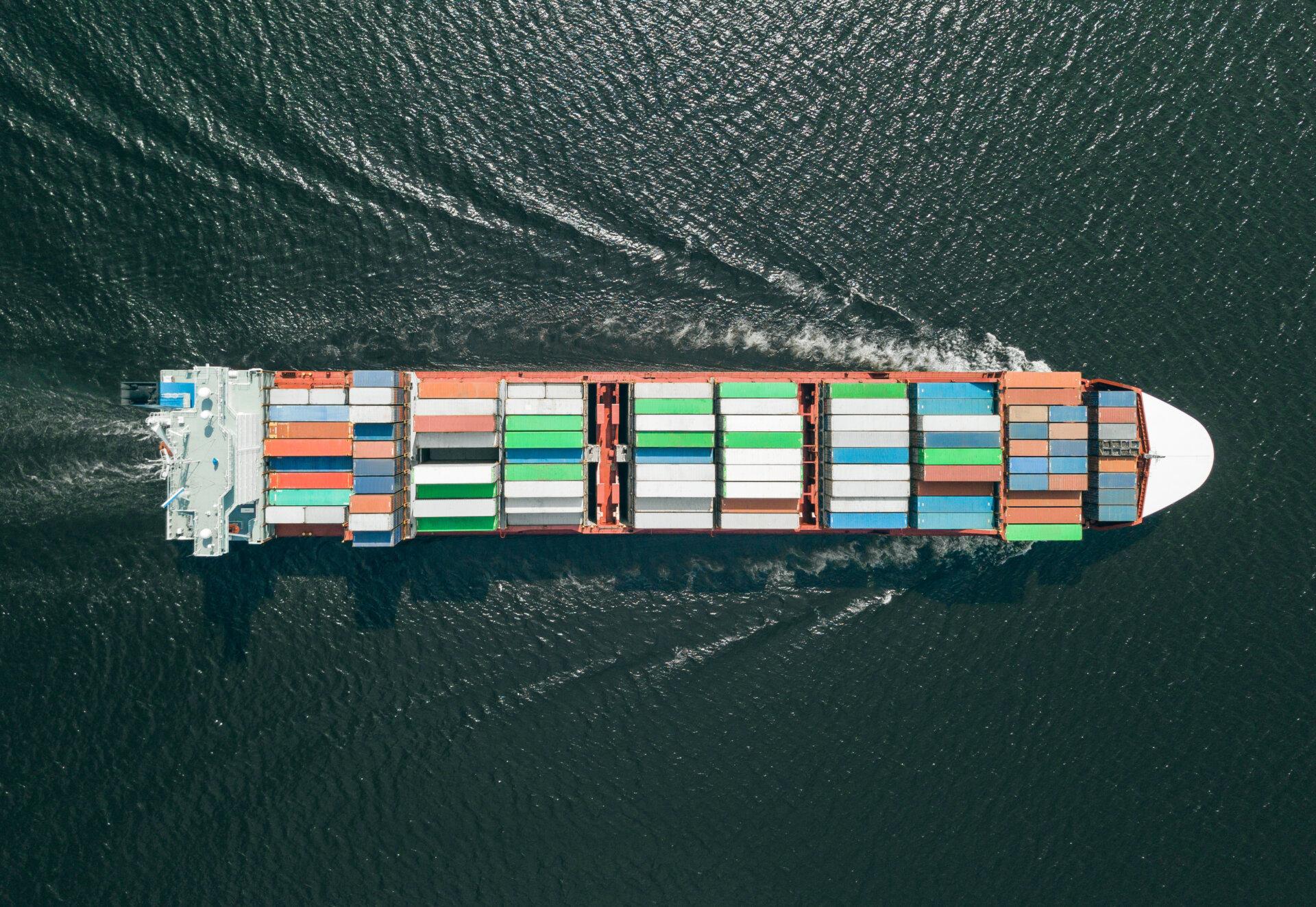 スエズ運河の座礁船は日本が所有か!?損害額は1日1兆円に!